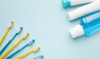 dental-cleaning-items-copy-space